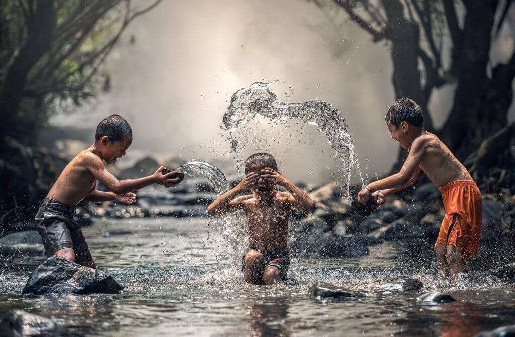 Indien Regen Kinder