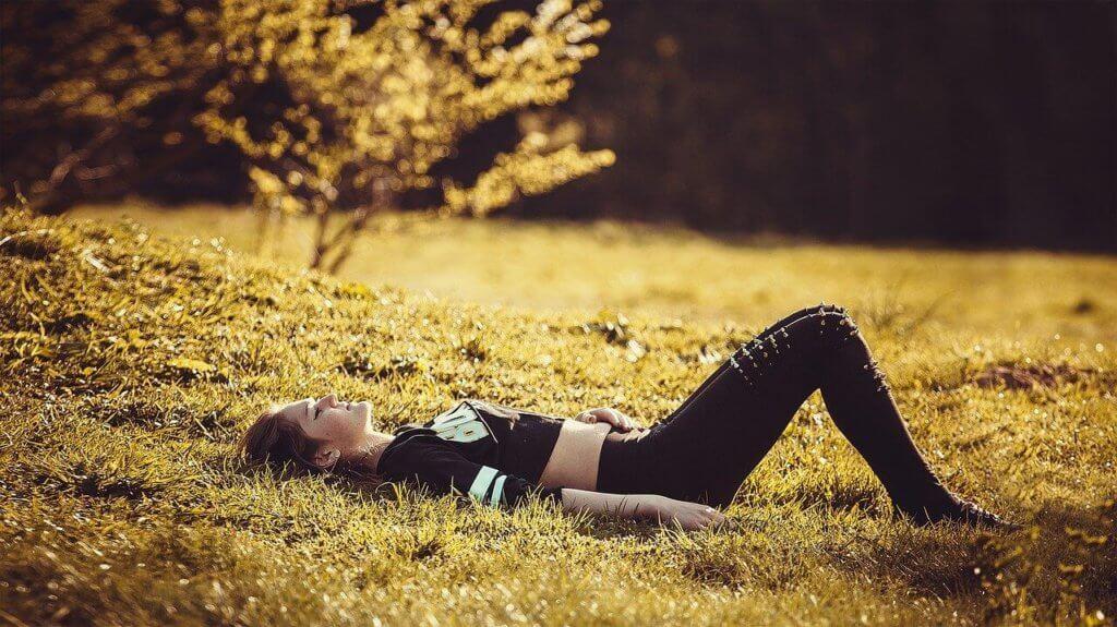 Relaxing Frau